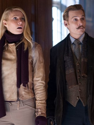 MORTDECAI - 2015 FILM STILL - Johanna (Gwyneth Paltrow) andCharlie Mortdecai (Johnny Depp) - Photo Credit: David Appleby  © 2015 Lionsgate